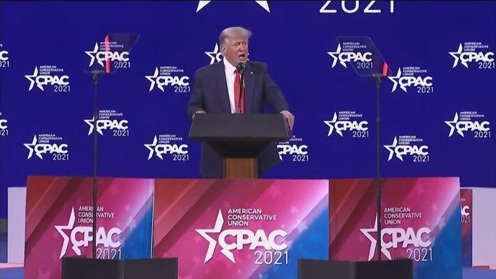 """Trump reaparece en Florida: """"Puede que decida derrotarles una tercera vez"""""""