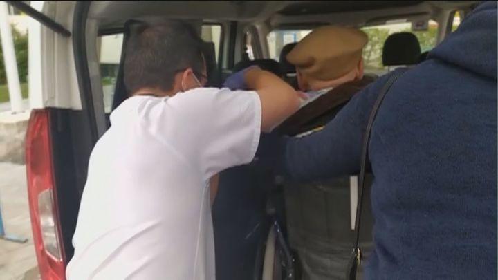 Taxistas de Majadahonda y Las Rozas trasladan de forma gratuita a mayores para ser vacunados