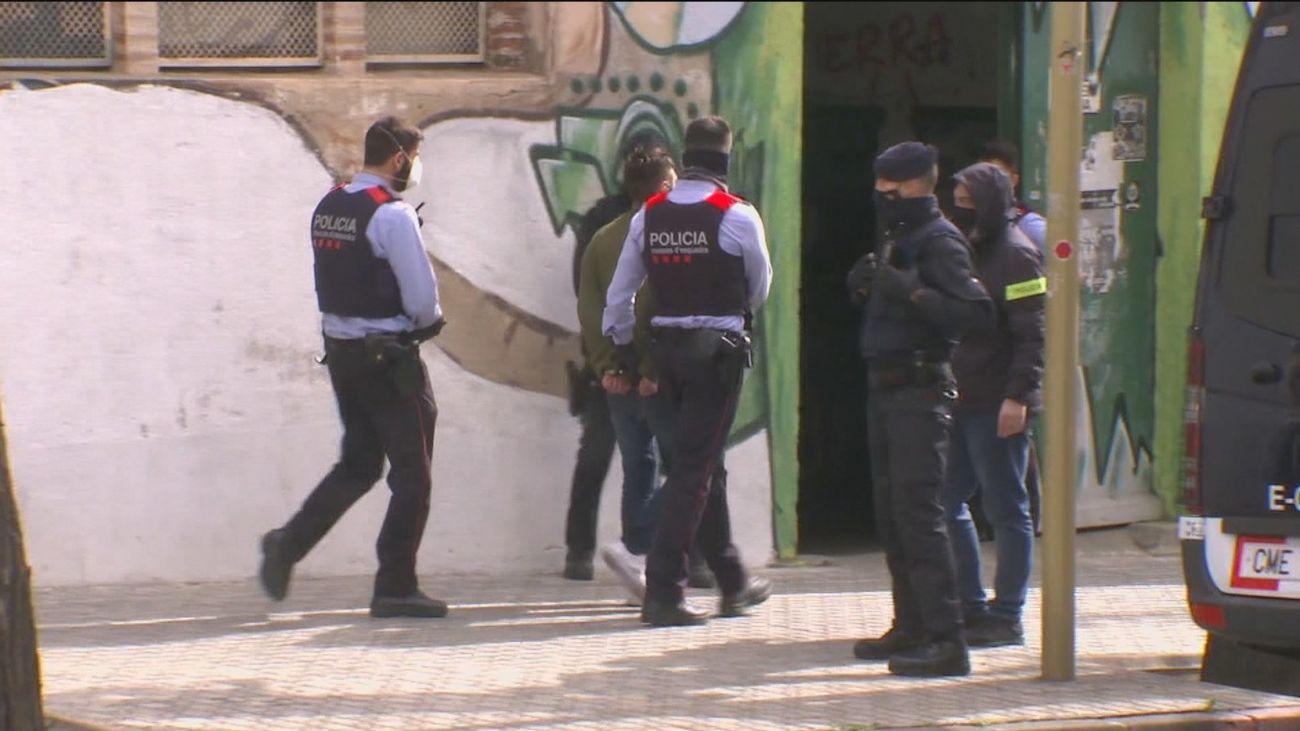 Los Mossos registran dos naves en Canet y Mataró (Barcelona) por su relación con los disturbios violentos del sábado