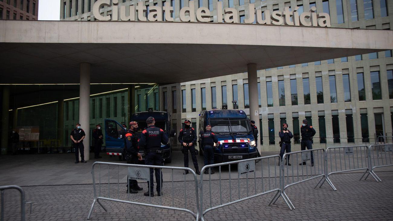 Los Mossos trasladan a Bartomeu y Masferrer a los juzgados de Barcelona