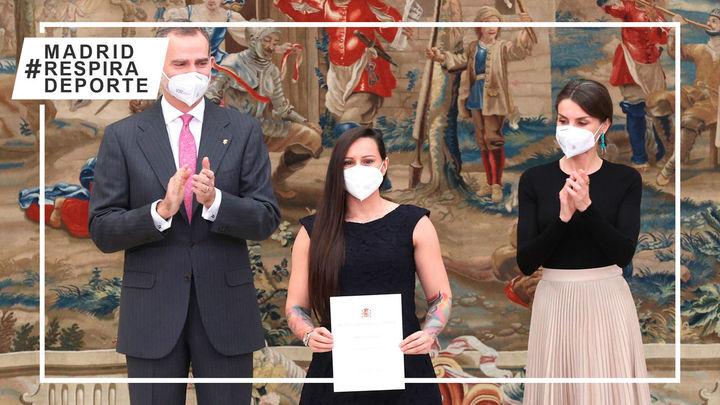 Los Reyes entregan a la boxeadora madrileña Joana Pastrana el Premio Nacional del Deporte