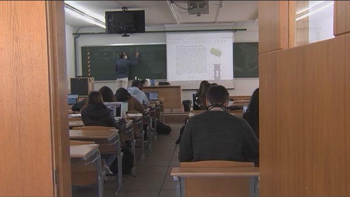 Universidades ultima un real decreto para acabar con los grados de tres años