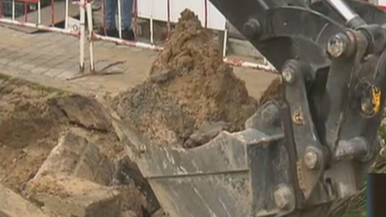 Una rotura deja sin agua a decenas de vecinos de Aluche