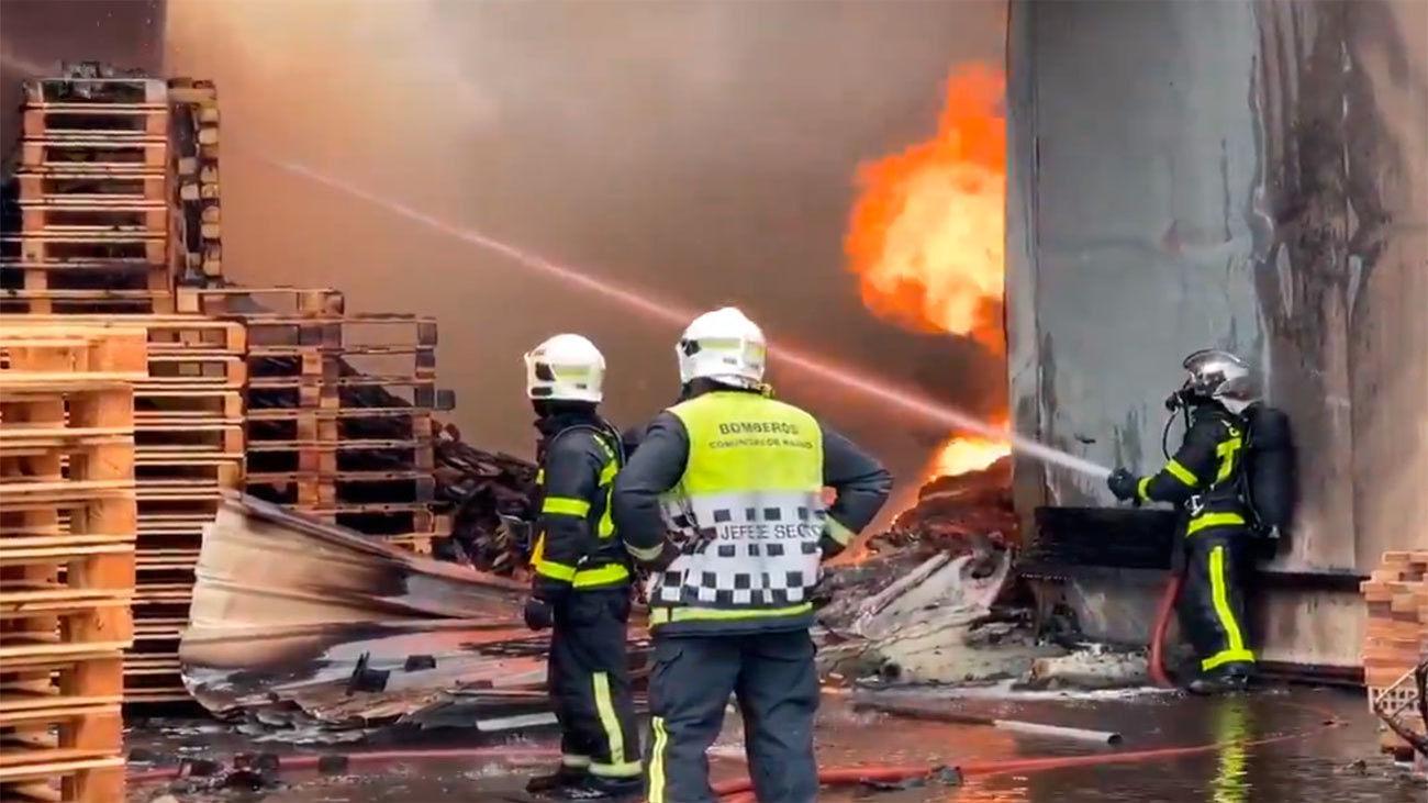 Arde una nave de fabricación de sacos en Torrejón de la Calzada