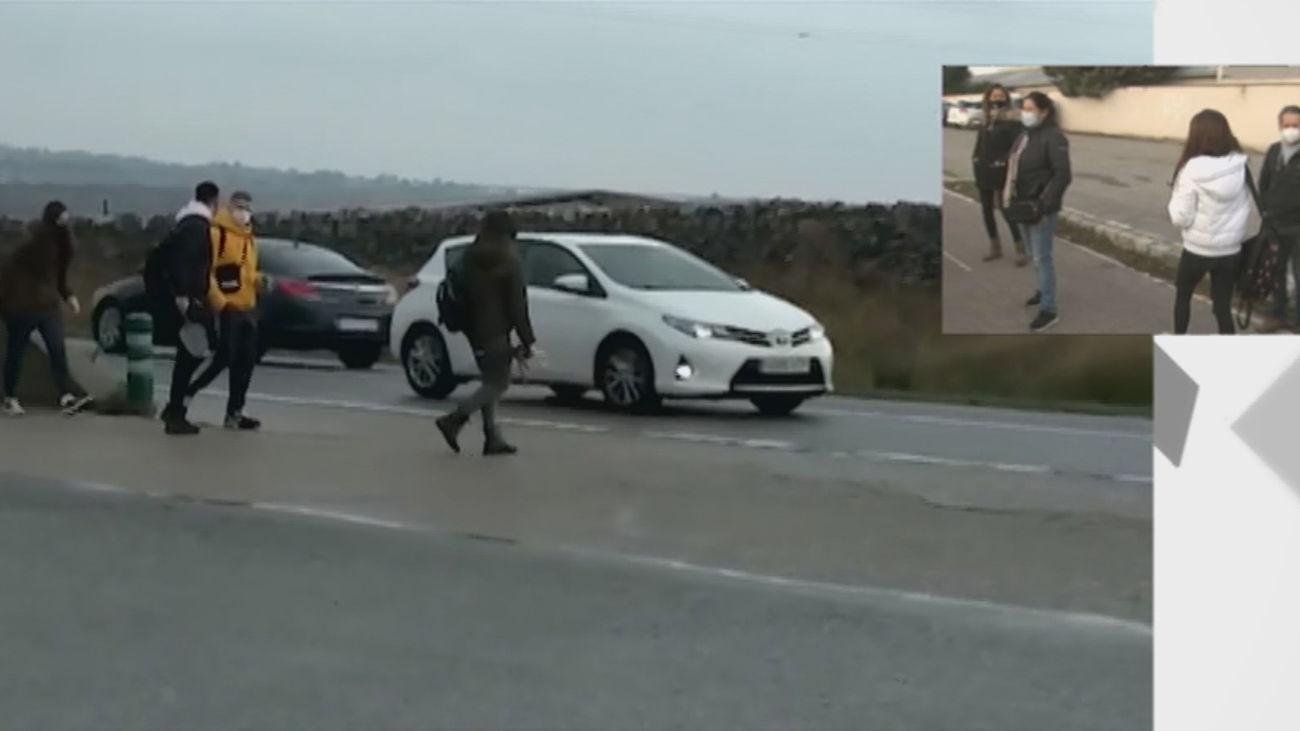 Se juegan el tipo en Manzanares y Soto del Real para llegar a una parada de bus