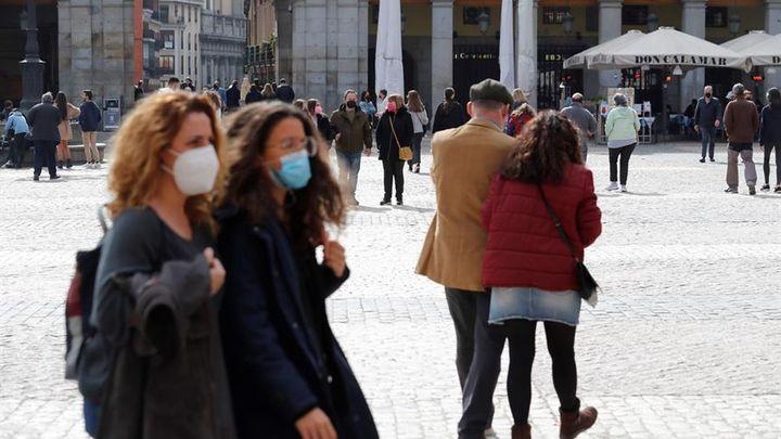 La prohibición en Madrid de reuniones en domicilios entre no convivientes se queda en recomendación