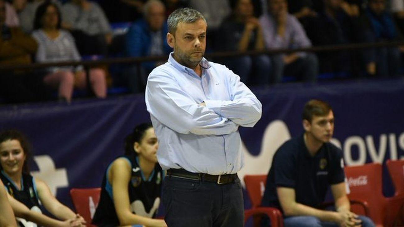 Alberto Ortego, entrenador de Estudiantes femenino