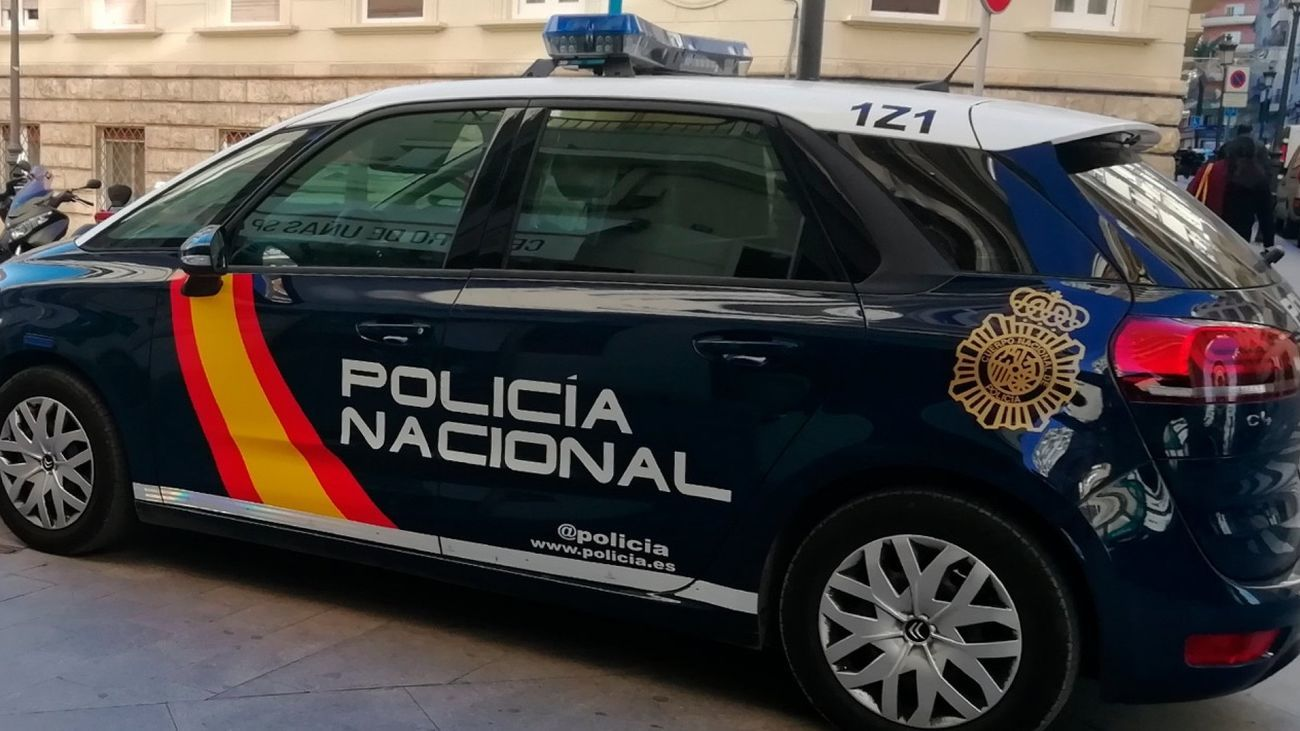 Los agentes de la Policía Nacional asistieron a la mujer en su domicilio de Alcobendas