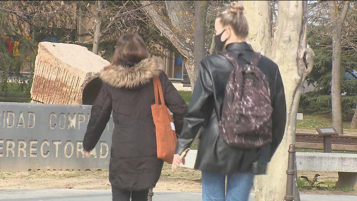 Los universitarios se debaten entre volver a casa en Semana Santa o quedarse en Madrid