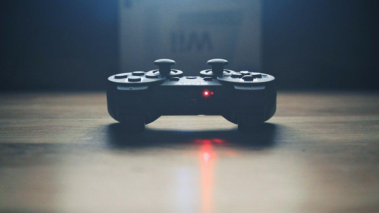 """Laura del Pino, experta en videojuegos: """"Por desgracia una de las grandes realidades dentro de la industria de los videojuegos son los comentarios sexistas a las jugadoras en línea"""""""