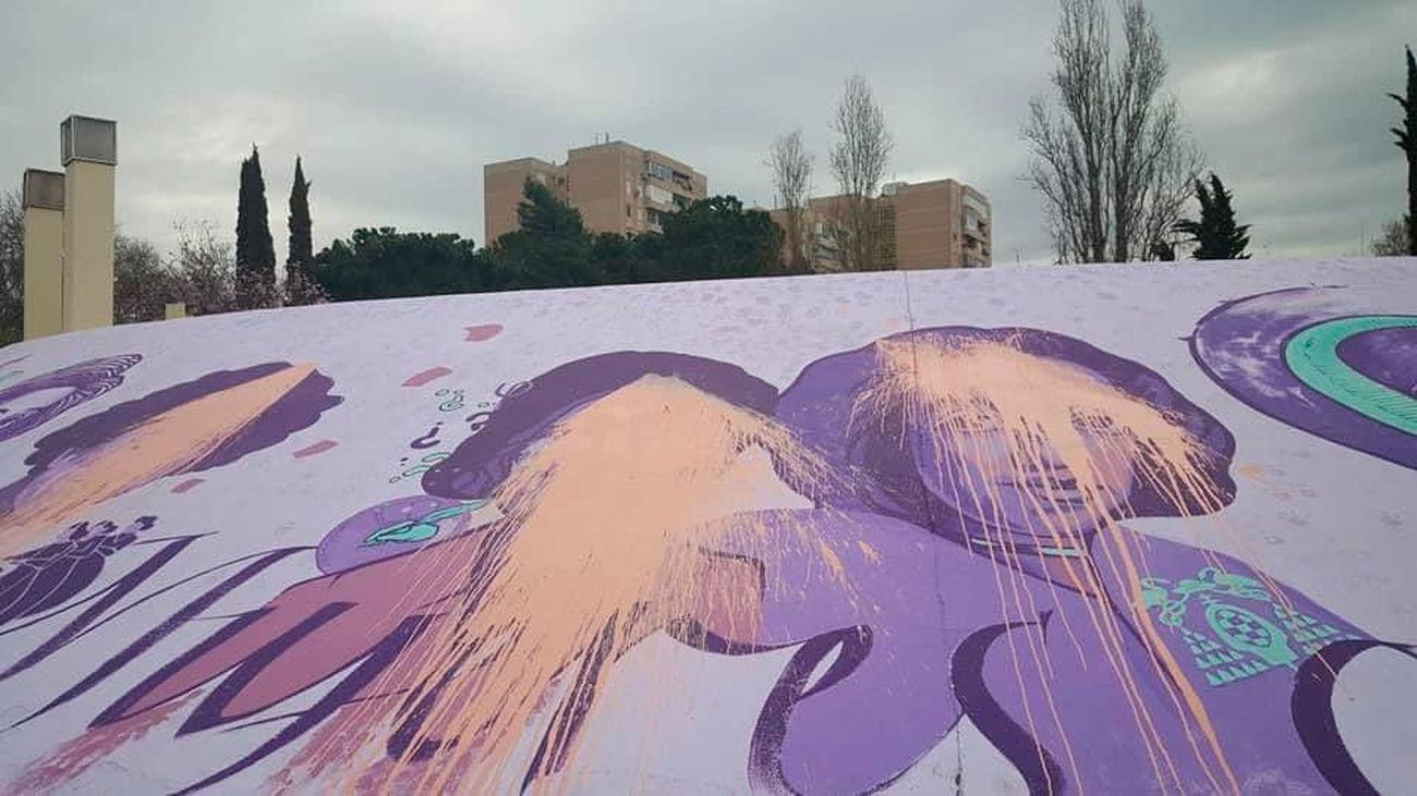 El mural feminista de Alcalá de Henares amanece vandalizado