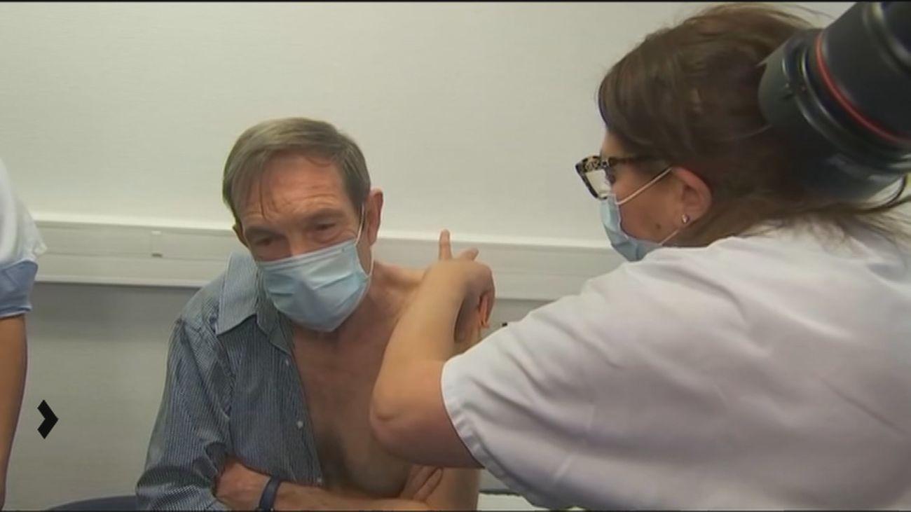 Comienza en Madrid  la vacunación en domicilios a  grandes dependientes