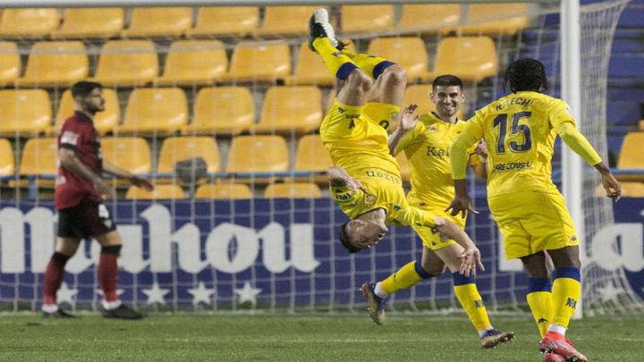 4-0. El Alcorcón sale a lo grande de los puestos del decenso tras ganar al Mirandés