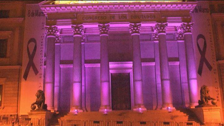 Edificios  de Madrid se iluminan de color violeta en el Día Internacional de la Mujer