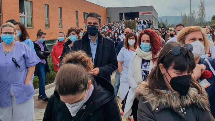 Los trabajadores del hospital de Alcalá intentan volver a la normalidad tras el asesinato del sábado