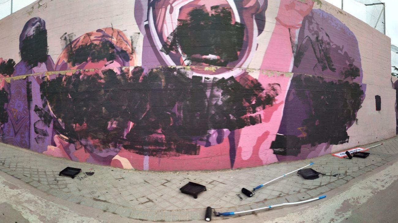 Mural feminista de Ciudad Linea, vandalizado con pintura negra