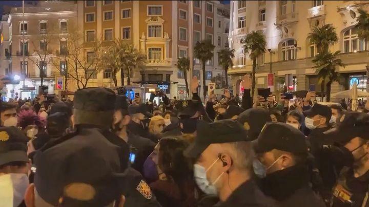 Tensión entre Policía y feministas en una manifestación sin autorización en Neptuno