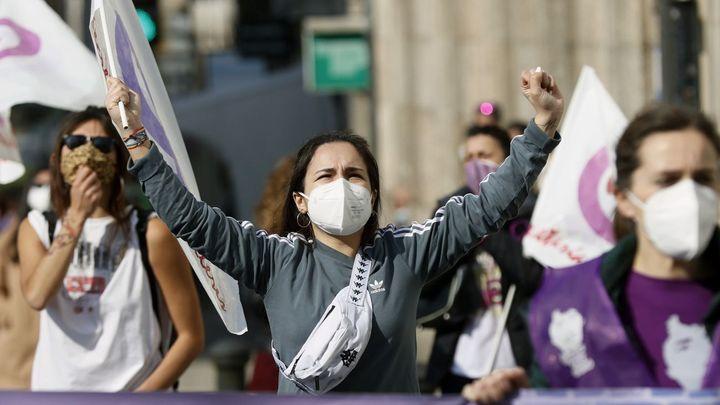 España celebra un 8M marcado por la ausencia de grandes manifestaciones
