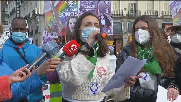 """El Sindicato de Estudiantes, durante su concentración en Sol:  """"Que nos detengan a todas"""""""