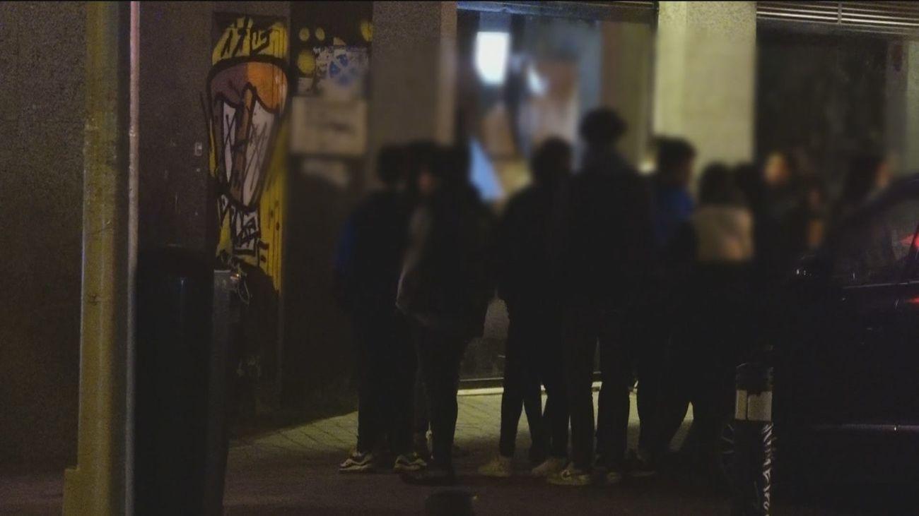 Jóvenes a la salida de discotecas  en Chamberí