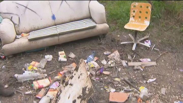 Jóvenes de botellón convierten un paraje natural de Las Rozas en un vertedero de basura