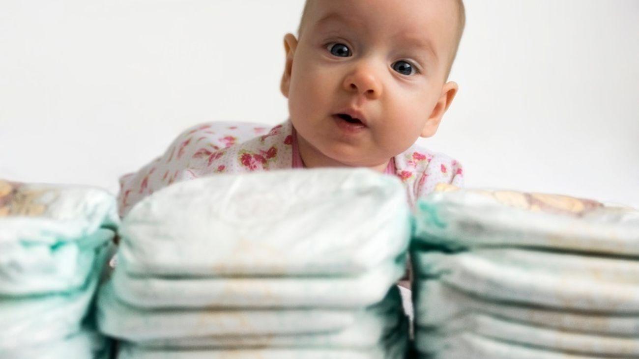 Bebé con pañales