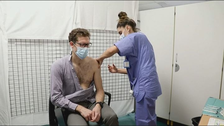 Un año de pandemia con las esperanzas puestas en las vacunas
