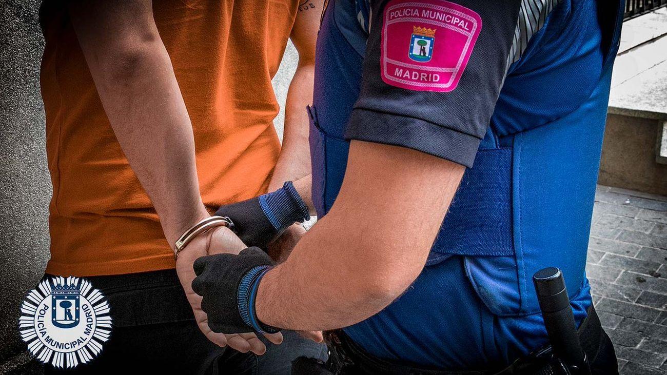 Detenido un conductor ebrio y sin carné tras una persecución policial por las calles de San Blas