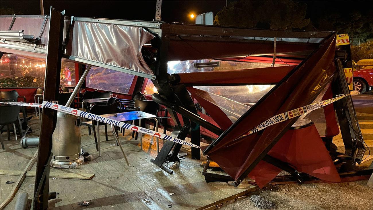 Tres heridos tras impactar un coche contra una terraza en Majadahonda