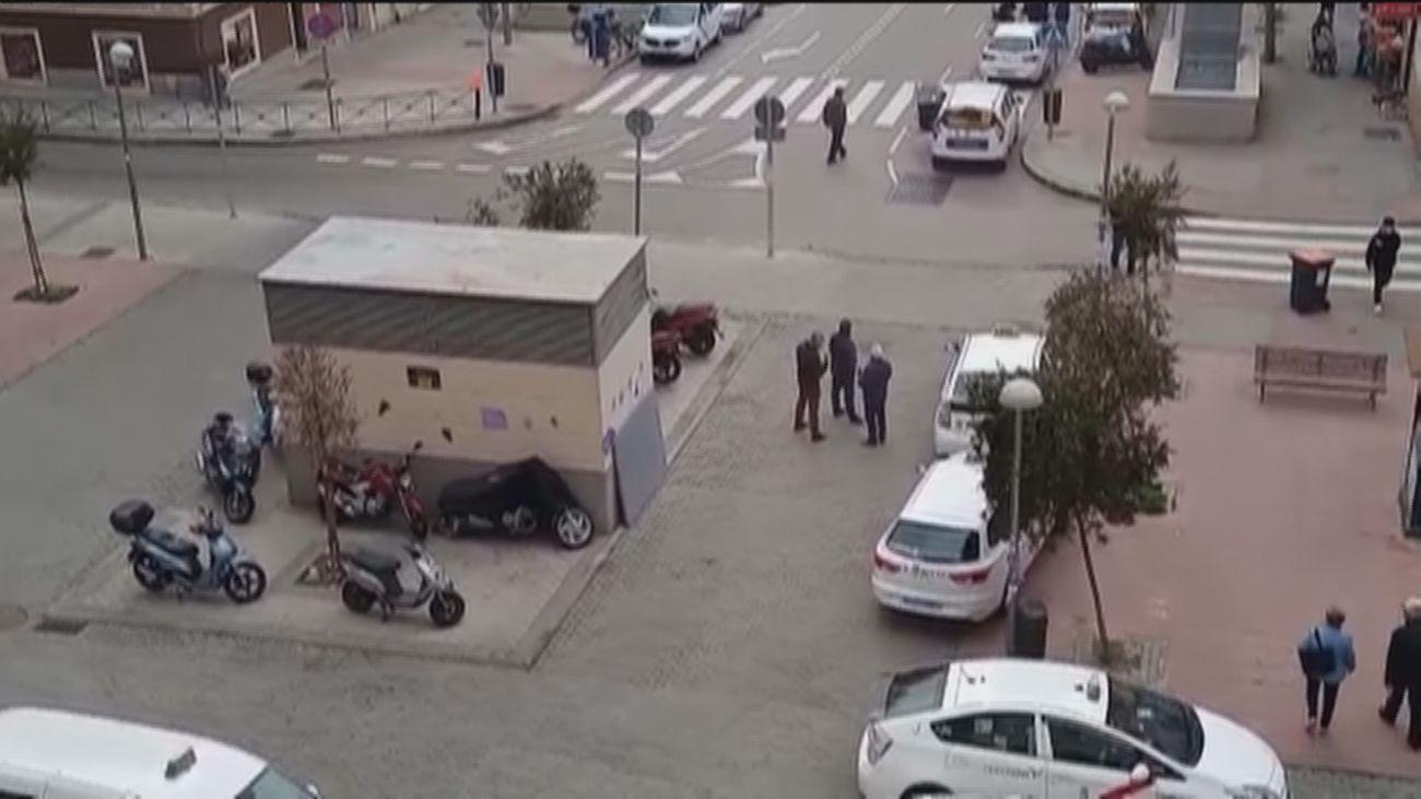 Denuncian una invasión de taxis en una plaza peatonal del Barrio de la Concepción
