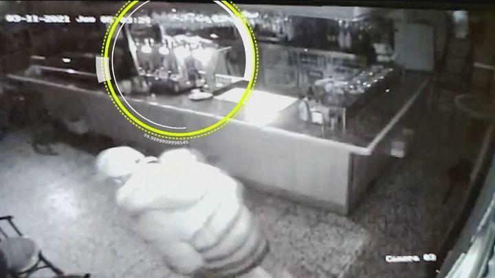 Roban alrededor de 1.900 euros en un bar en Alcalá de Henares