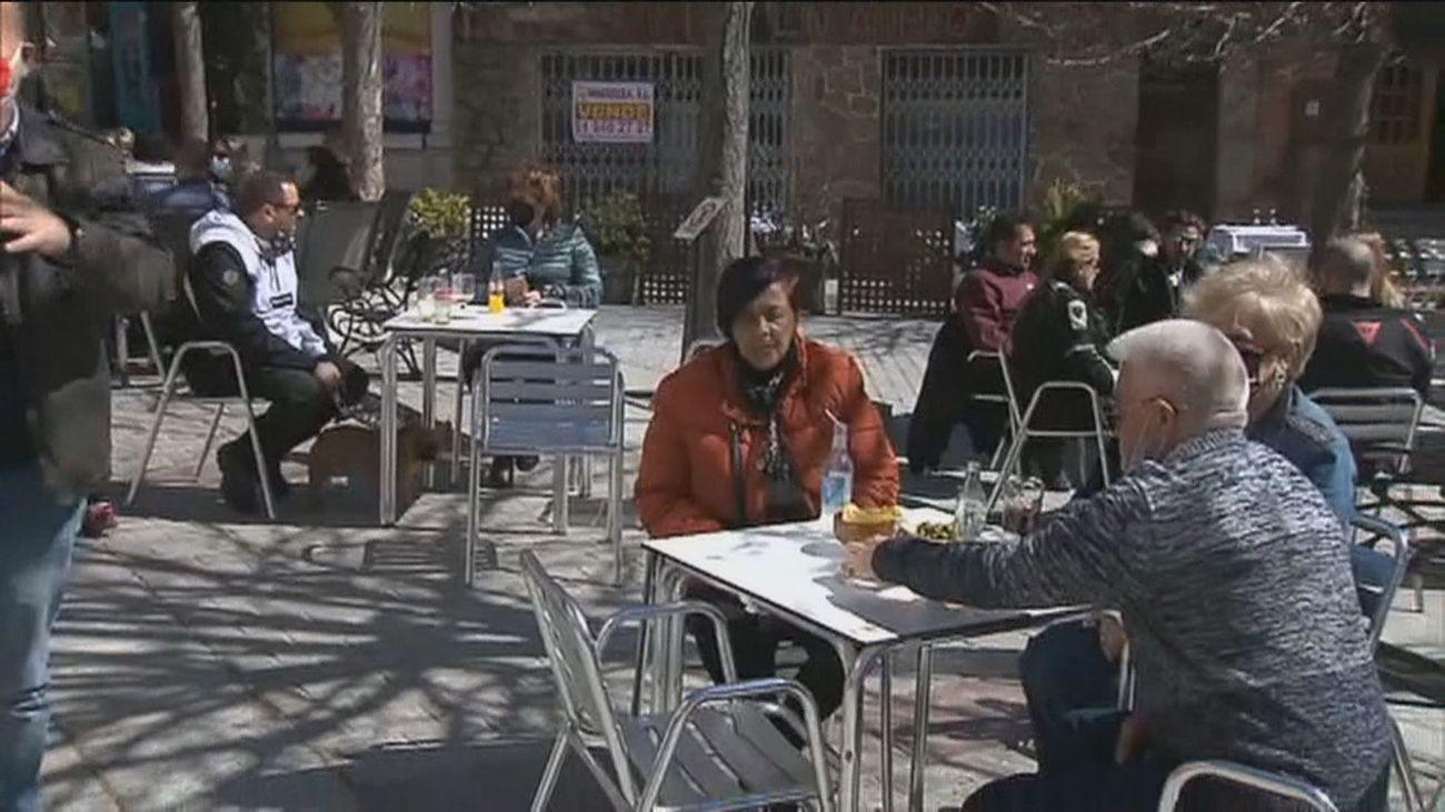 """El cierre perimetral pone el cartel de 'completo' en la Sierra de Madrid:  """"Somos los privilegiados del sector"""""""