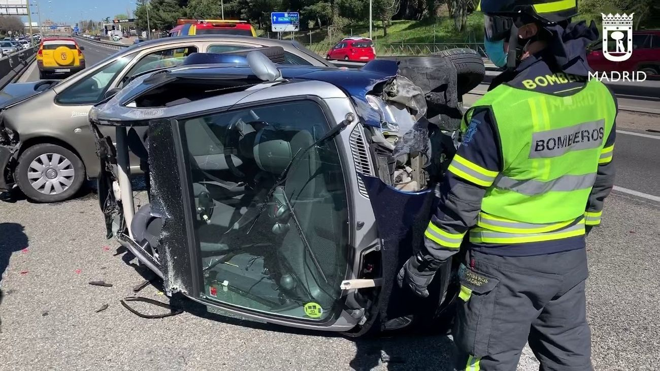 Gran atasco en la A-42 tras un accidente, con el vuelco de un coche y 5 heridos, entre ellos un bebé