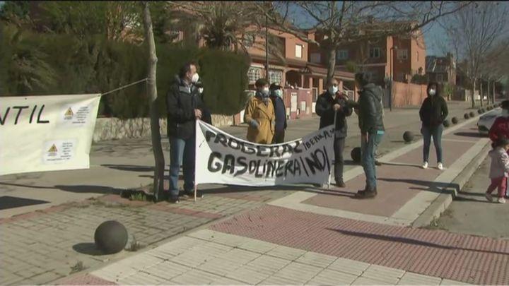 Vecinos de Getafe protestan por la instalación de una gasolinera a 100 metros de sus casas