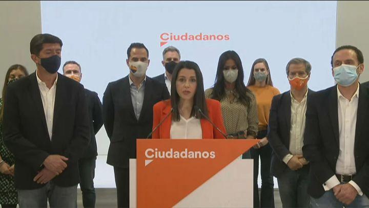 """Arrimadas sigue pese a los """"errores"""" y denuncia una operación para acabar con Ciudadanos"""