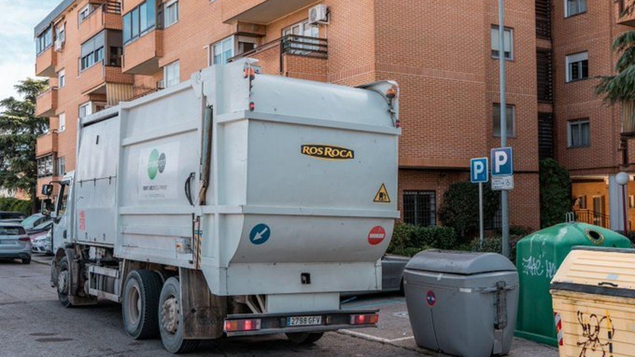 Camión de recogida de residuos urbanos  en Colmenar Viejo