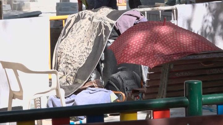Los vecinos denuncian la degradación de la Plaza Dos de Mayo por un nuevo asentamiento de indigentes