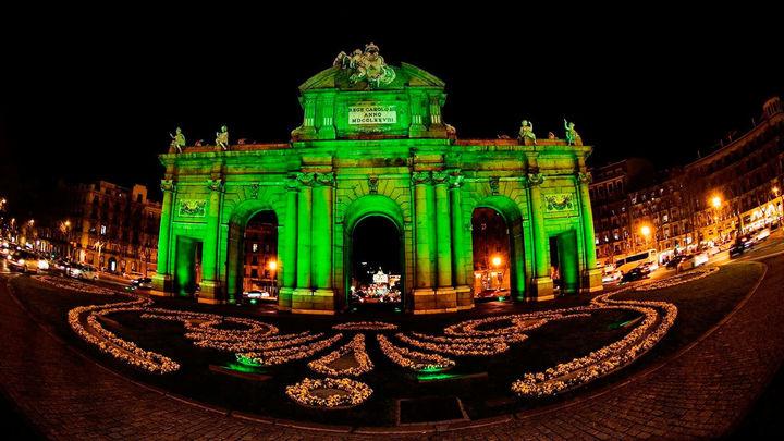 La Puerta de Alcalá y Cibeles se tiñen de verde por San Patricio