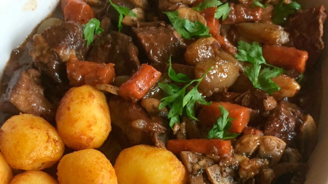 Así se prepara el 'Boeuf Bourgignon', una delicia de la cocina francesa