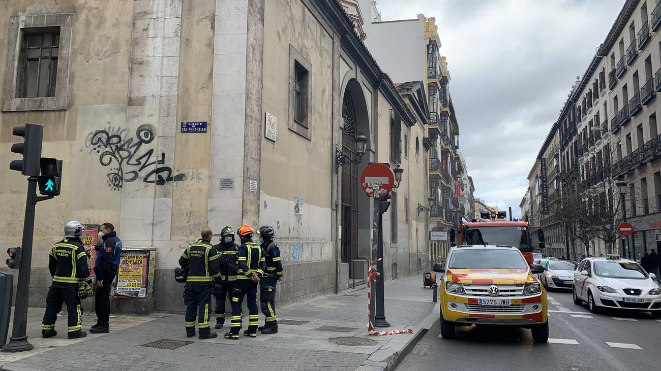Un incendio sin heridos llena de humo la iglesia San Sebastián de Atocha