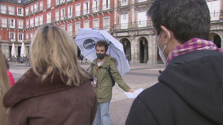 Los madrileños hacen turismo en Madrid