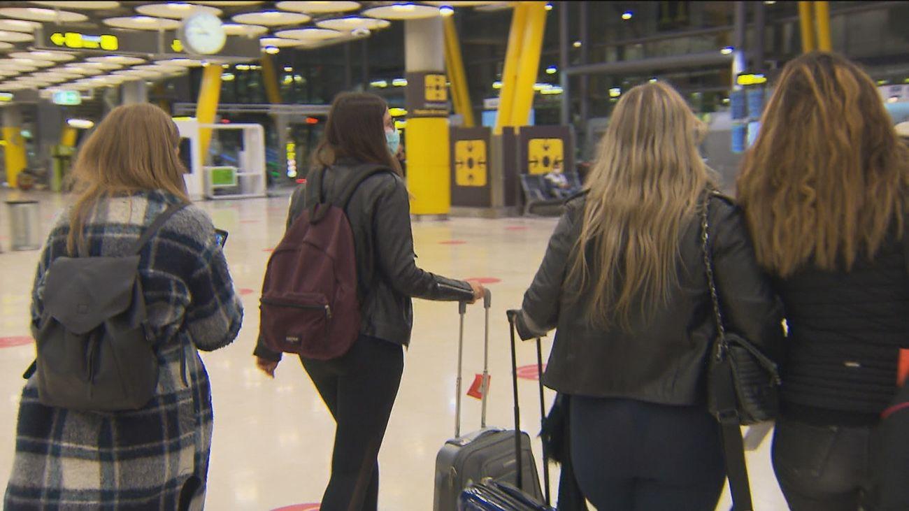 Llegada de turistas al aeropuerto de Barajas