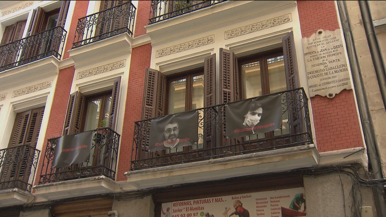 50 sonrisas desde los balcones de Lavapìés, en apoyo a la vida del barrio