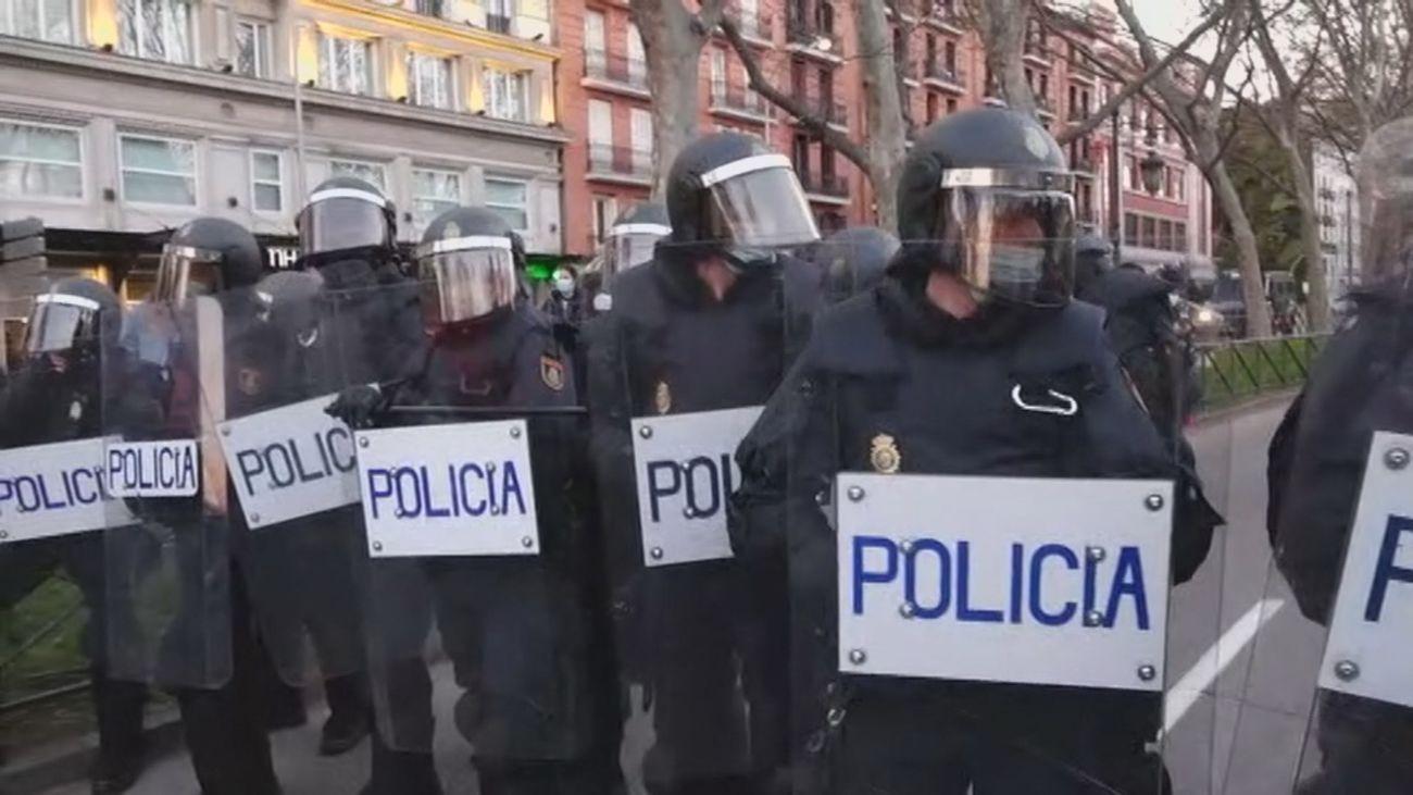 La policía comienza a tomar posición para evitar altercados por la manifestación en apoyo a Hasel