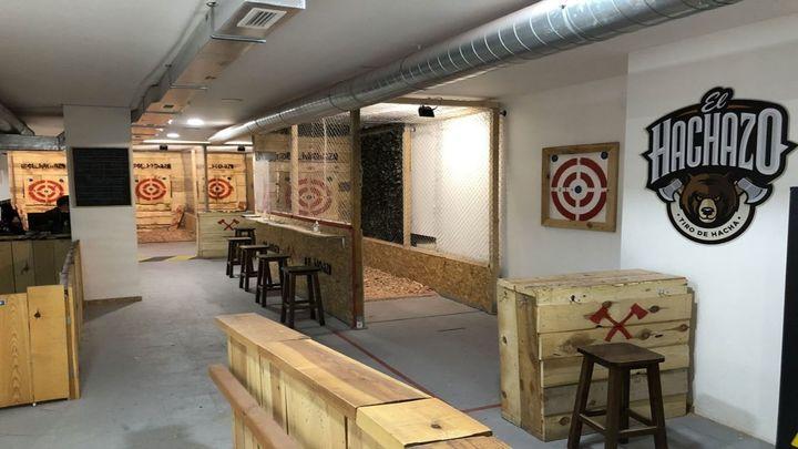 Abre el primer local en España de tiro con hacha en Pacífico