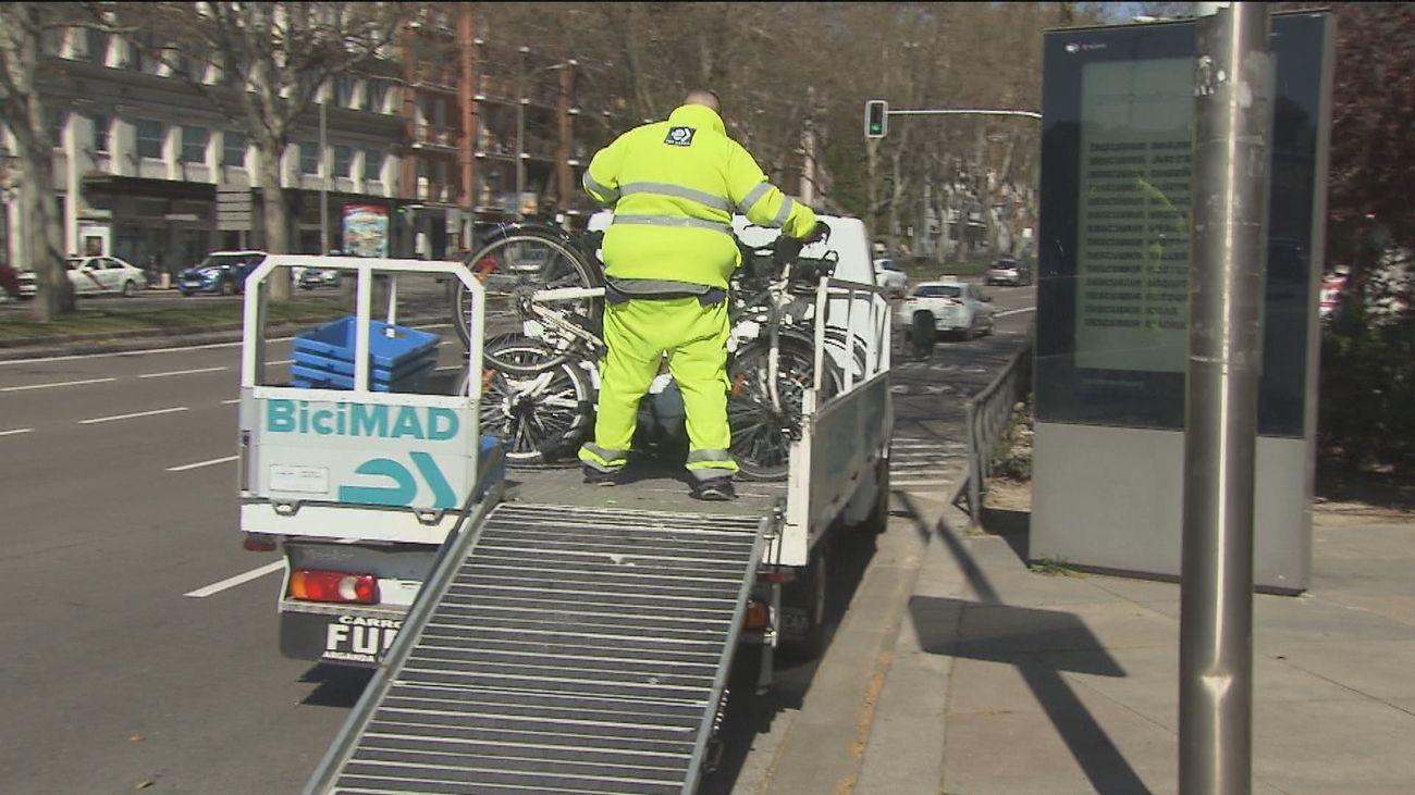 Retiran bicicletas y patinetes eléctricos de Atocha antes de la marcha en apoyo de Hasél