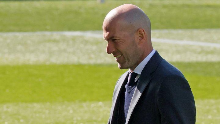 """Zidane: """"Para la gente que le gusta el fútbol ver a Karim es un lujo"""""""