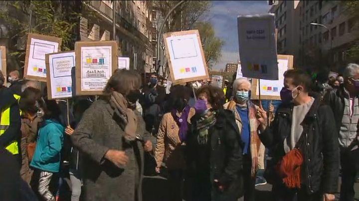 Cientos de personas reclaman la continuidad de la Casa de Cultura de Chamberí