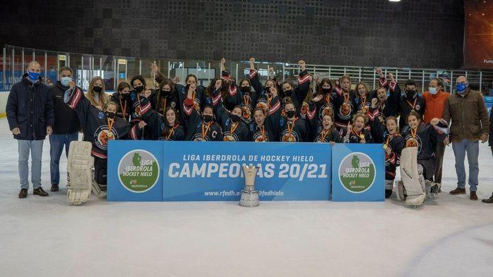 Juan Bravo y Elena Álvarez, pentacampeones con Hockey Majadahonda