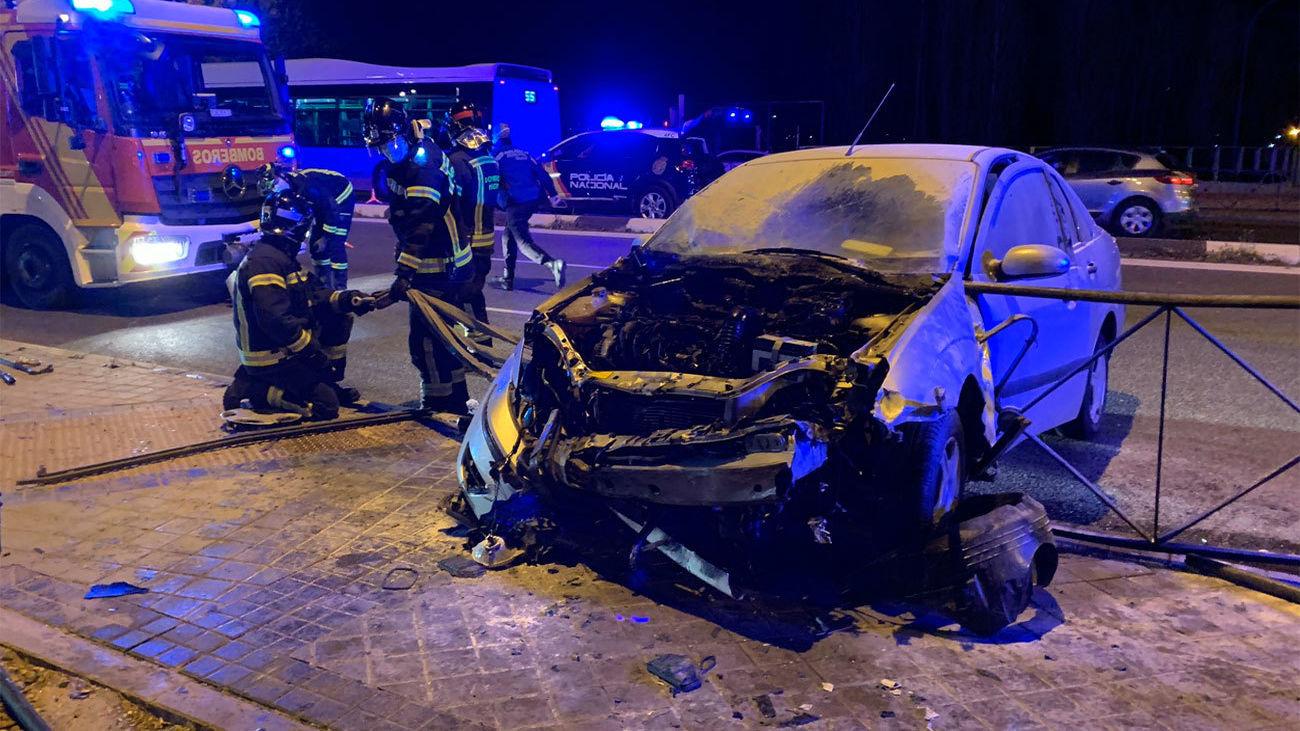 Imagen del coche incendiado